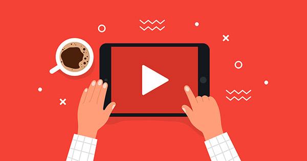 YouTube cho phép nhà sáng tạo thêm quảng cáo giữa, cuối video và phụ đề trong khi xử lý video