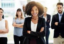 Đâu là sự khác biệt giữa khái niệm lãnh đạo và quản trị?